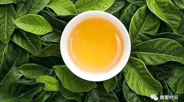 每晚往脸上敷蜂蜜好吗 喝蜂蜜水糖尿病 蜂蜜用什么装 蜂蜜减肥会反弹吗 黑枸杞蜂蜜