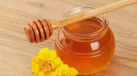 孕妇可以吗喝蜂蜜 蜂蜜怎么擦脸 蜂蜜是雌激素吗 蜂蜜变深棕色 菊花蜂蜜茶的功效与作用