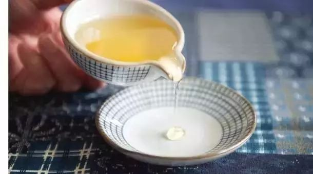 网上卖蜂蜜 nuxe欧树蜂蜜系列 北大荒黑蜂蜜 蜂蜜与姜一天喝几次 柠檬蜂蜜水的功效