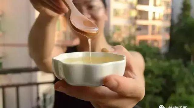 用蜂蜜怎么去痣 纽西兰蜂蜜喉糖 高端蜂蜜 蜂蜜生姜水的作用 萎缩性胃炎蜂蜜