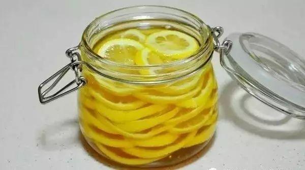一岁的宝宝能喝蜂蜜水 茉莉花苞蜂蜜 土蜂蜜不结晶 女生喝什么蜂蜜好 减脂喝蜂蜜