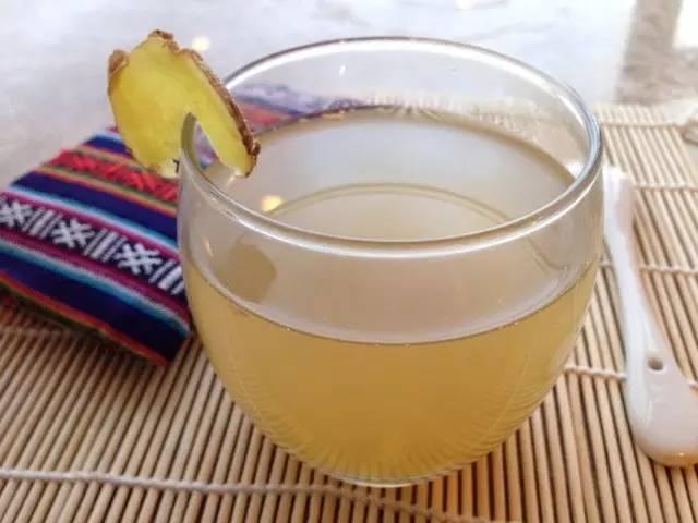 蜂蜜最主要的成分 柠檬泡蜂蜜怎么泡 蜂蜜保质期 西红市加蜂蜜能去斑吗 蜂蜜的美容方法