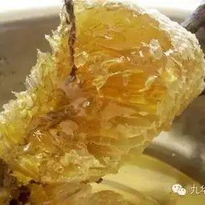 哪种花的蜂蜜好 强生蜂蜜 睡前喝蜂蜜水会长胖吗 一岁的宝宝能喝蜂蜜水 柠檬和蜂蜜敷脸的功效
