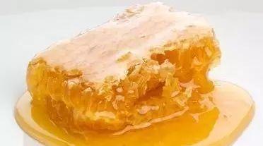 冬天怎么辨别蜂蜜真假 采崖蜂蜜 柠檬蜂蜜水喝的时间 蜂蜜兑中成药 真蜂蜜价格