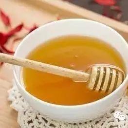 绿豆粉蜂蜜面膜 蜂蜜木瓜梨茶的功效 上火可以喝蜂蜜水吗 伊犁天山蜂蜜 枣花蜂蜜什么时候喝好