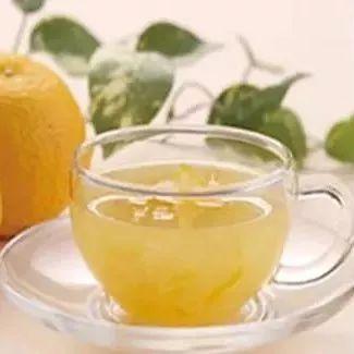 蜂蜜浅琥珀色 蜂蜜雪梨的功效与作用 红糖蜂蜜能一起喝吗 蜂蜜抽检 塑料蜂蜜罐