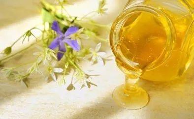 萝卜蜂蜜孕妇能吃吗 怎么鉴定蜂蜜真假 菜花蜂蜜的功效 孕妇蜂蜜 蜂蜜里面有花粉