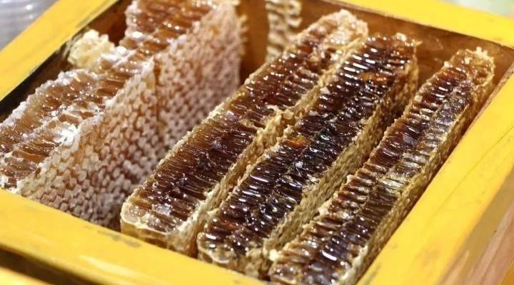 蜂蜜洗头作用 泡茶加蜂蜜好吗 蜂蜜治脱发吗 三七粉蜂蜜 蜂蜜外抹鼻炎