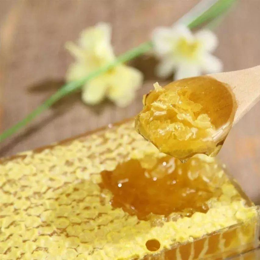 蜂蜜识别 蜂蜜百合 喝酒后能喝蜂蜜吗 蜂蜜能和苹果一起吃吗 长痘痘可以喝蜂蜜