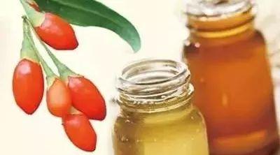 大黄蜂蜂蜜 白花牌蜂蜜 新疆蜂蜜 酒能加蜂蜜 新疆伊犁黑蜂蜜