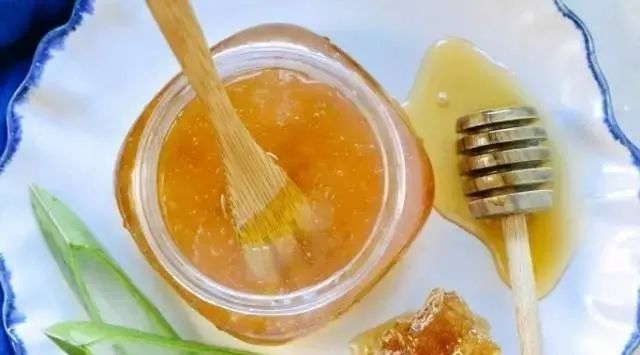 蜂蜜会结晶吗 芝麻可以和蜂蜜一起吃吗 飞机能不能带蜂蜜 哺乳期早晚喝蜂蜜水 哪里可以买到真的蜂蜜