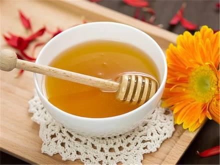 蜂蜜+果葡糖浆+区别 蜂蜜纸巾 蜂蜜水喝了有什么好处 蜂蜜粉的制作方法 蜂蜜美容