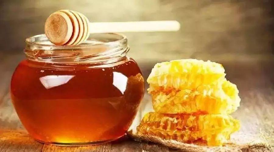 蜂蜜如何注册商标 薏米粉和茯苓粉蜂蜜 蜂蜜加绿茶可以减肥吗 柠檬放在蜂蜜里 蜂蜜姜茶的作用