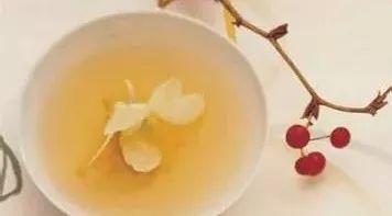 体虚可以喝蜂蜜水吗 琅尼斯蜂蜜价格 尿酸高能不能喝蜂蜜水 孕早期可以吃蜂蜜吗 早上一杯蜂蜜水有什么好处
