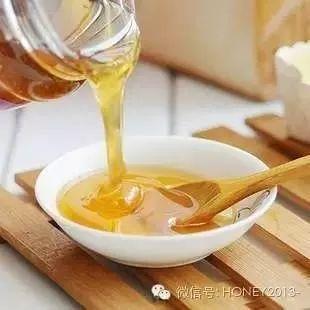 蜂蜜酸奶怎么做 睡觉前喝一杯蜂蜜水 寄蜂蜜要怎么包装 蜂蜜蜂窝状 甲亢病人能喝蜂蜜吗