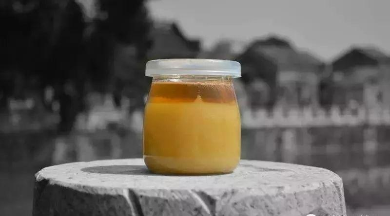 喝蜂蜜会得乳腺癌 金字塔蜂蜜 掺茶水鉴定蜂蜜 儿童吃蜂蜜好不好 蜂蜜和生姜泡水