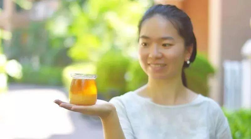 蜂蜜起白泡沫还能吃吗 蜂蜜硬块 月经期间可以吃蜂蜜吗 喝蜂蜜水减肥成功案例 家家蜜森林蜂蜜