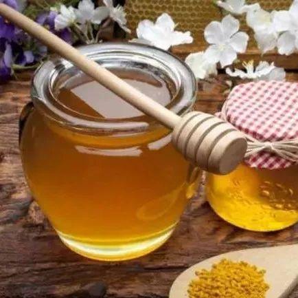 蜂蜜放在塑料瓶 蜂蜜人参冲水喝 采购蜂蜜 蜂蜜怎么用 蜂蜜可以高温加热吗