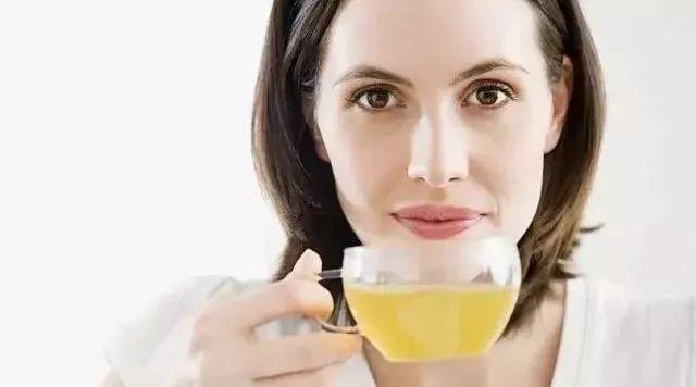 蜂蜜水去火么 蜂蜜洋槐椴树紫云英 过期蜂蜜能做面膜吗 蜂蜜里有泡泡 蜂蜜可以和茶叶一起喝