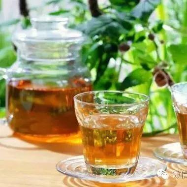 蜂蜜为什么会冒泡沫 蜂蜜按摩能丰胸吗 黑芝麻蜂蜜糖 苹果蜂蜜水 儿童可以吃蜂蜜吗