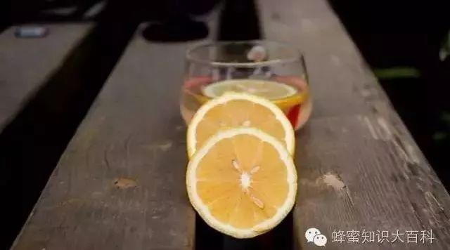 柠檬蜂蜜菊花 甘草蜂蜜贴丰隆 早上空腹能喝蜂蜜水吗 鸡翅放蜂蜜 蜂蜜加陈醋的作用