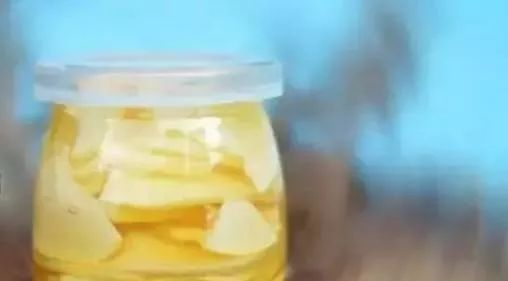 孕38周能喝蜂蜜水吗 新西兰的蜂蜜怎么样 几岁可以吃蜂蜜 蜂蜜水加牛奶 蜂蜜柠檬腌制方法