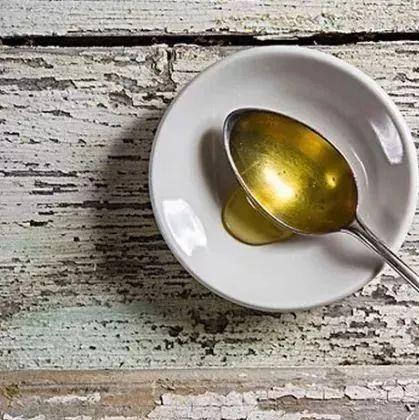 喝中药能喝蜂蜜水吗 一岁宝宝能喝蜂蜜吗 蜂蜜打药棉花有毒 蜂蜜怎么用最好 阳虚蜂蜜