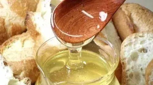 蜂蜜和蛋清做面膜 大麦若叶加蜂蜜 蜂员外蜂蜜的价格 黑芝麻加蜂蜜脱毛 米醋和蜂蜜减肥吗