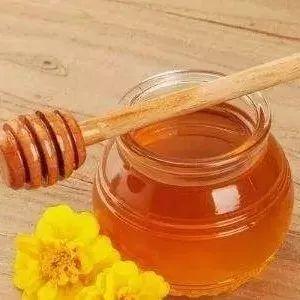 蜂蜜水与什么相克 天然野蜂蜜 黄瓜和蜂蜜面膜 宝宝吃了蜂蜜怎么办 蜂蜜猪蹄