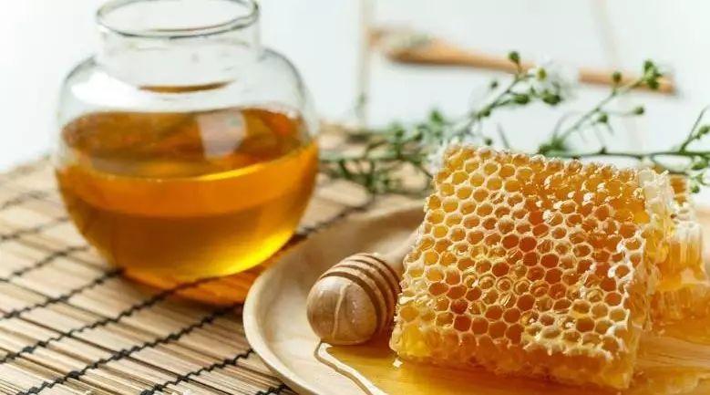 桑树根掺蜂蜜炒糊煎水 薏米红豆加蜂蜜 仁寿蜂蜜乡 吃蜂蜜会得糖尿病吗 珍珠粉蜂蜜面膜