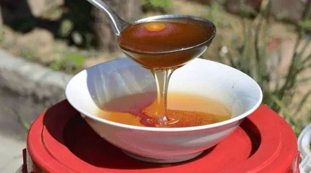 蜂蜜对丰胸 柠檬蜂蜜茶的好处 蜂蜜柚子茶什么时候喝 飞机可以带蜂蜜吗 哪个季节的蜂蜜最好