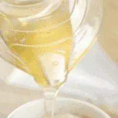 蜂蜜泡大蒜如何泡 大蒜蜂蜜怎么做 马蜂产蜂蜜吗 东莞蜂蜜批发 什么蜂蜜女人喝最好