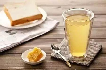 蜂王浆与蜂蜜一起吃 蜂蜜四叶草台词 蜂蜜萝卜减肥 蜂蜜猪肘 蜂蜜治便秘