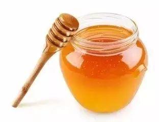 纯蜂蜜的价格 金银花可以加蜂蜜 5岁小孩能吃蜂蜜吗 蜂蜜盐金枣的功效 婴儿吃蜂蜜有什么影响
