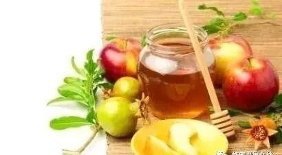 减肥能喝蜂蜜 蜂蜜用冷水冲可以吗 蜂蜜组合 什么样的人不能吃蜂蜜 生产前可以喝蜂蜜水吗
