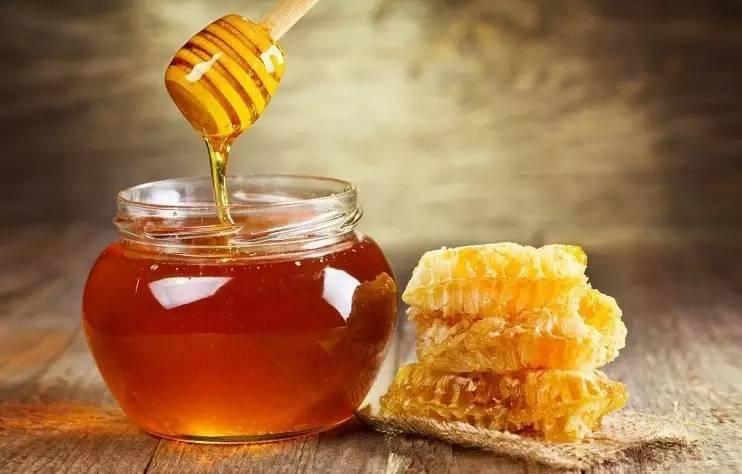 血糖高能吃蜂蜜吗 孕妇蜂蜜什么时候喝 产妇血糖高蜂蜜 熬梨水可以放蜂蜜吗 蜂蜜红参面膜