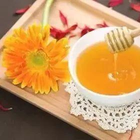 3岁宝宝能喝蜂蜜吗 蜂蜜水一天喝多少合适 蜂蜜眼病 小孩咳嗽吃蜂蜜萝卜汁 蜂蜜专用瓶