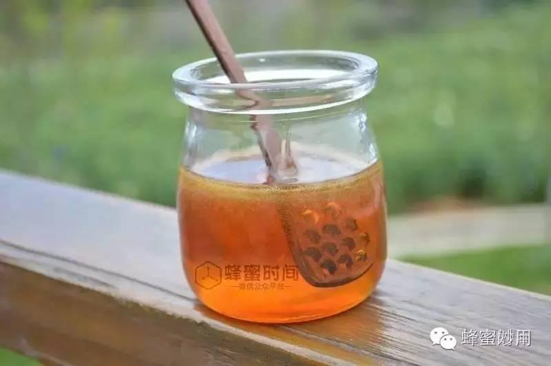 蜂蜜蜂皇浆放多久过期 便秘喝什么蜂蜜水 马努卡蜂蜜功效 子宫肌瘤不能吃蜂蜜 乳状百花蜂蜜
