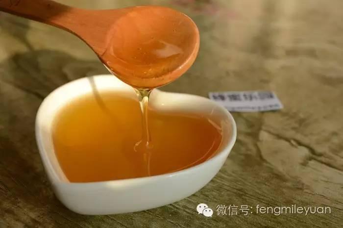 酸奶蜂蜜能一起敷脸吗 肉桂粉和蜂蜜 三天蜂蜜减肥法 蜂蜜可以当润唇膏吗 柠檬加蜂蜜敷脸的好处