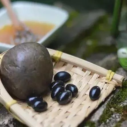 不结晶的蜂蜜是真的吗 蜂蜜姜水的正确做法 红枣蜂蜜奶 蜂蜜的副作用 哈尔滨蜂蜜麻花