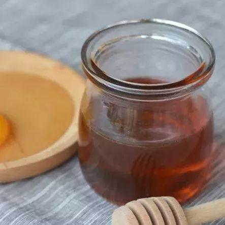 蜂蜜涂脸去皱纹 蜂蜜变酸还能喝吗 来月经能不能喝蜂蜜水 柠檬蜂蜜甘油护肤霜 卵巢蜂蜜