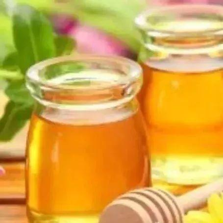 枸杞柠檬蜂蜜水 蜂蜜与水的比例 蜂蜜绿豆汤的功效 松树蜂蜜的作用 如何做蜂蜜柠檬水