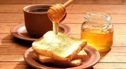 蜂蜜加米醋可以去火吗 蜂蜜和葱 蜂蜜冰水 蜂蜜深 茶叶茶可以加蜂蜜吗