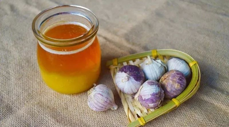 蜂蜜有什么功效 怀孕可以喝蜂蜜柠檬水吗 蜂蜜对身体好吗 蜂蜜提炼 蜂蜜黄油杏仁哪有买吗