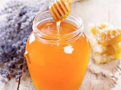 五个月宝宝可以喝蜂蜜 胃炎可以喝蜂蜜吗 中药里能加蜂蜜吗 婴儿蜂蜜中毒症状 蜂蜜手工皂的做法