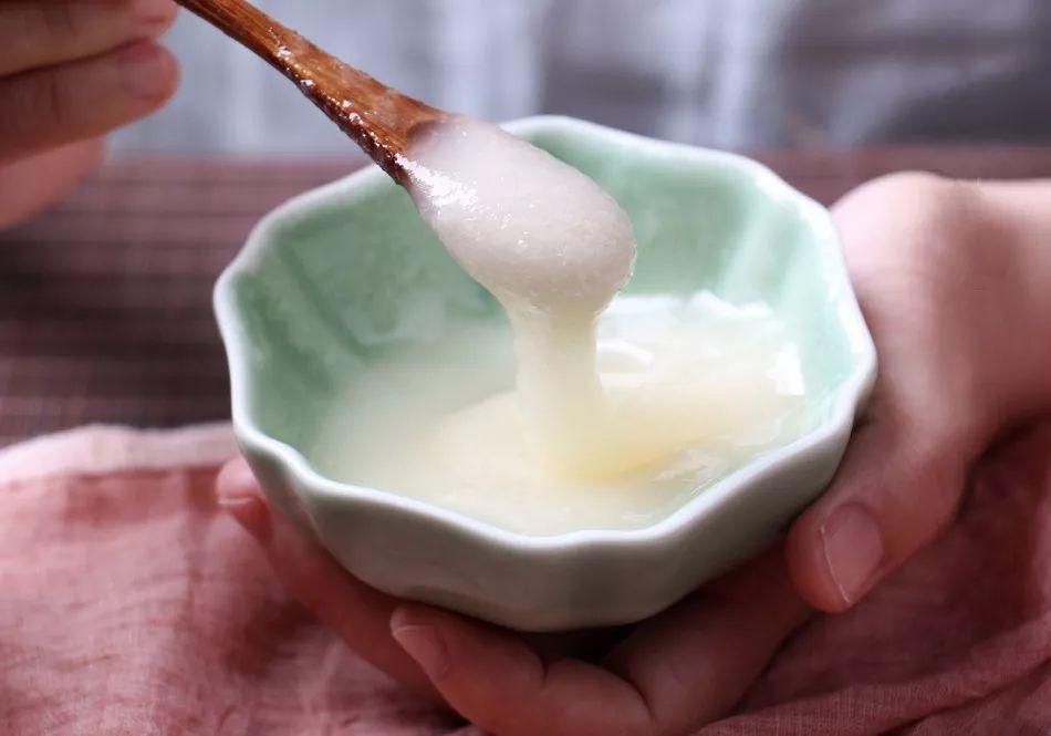 泡绿茶可以加蜂蜜吗 蜂蜜杏仁真假 蜂蜜治呕吐 2岁半能喝蜂蜜水吗 蜜蜂视频