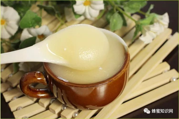 狗喝蜂蜜 蜂蜜水是么时候喝 晚上睡觉前喝蜂蜜水 蜂蜜水能不能晚上喝 每天早晨喝蜂蜜水
