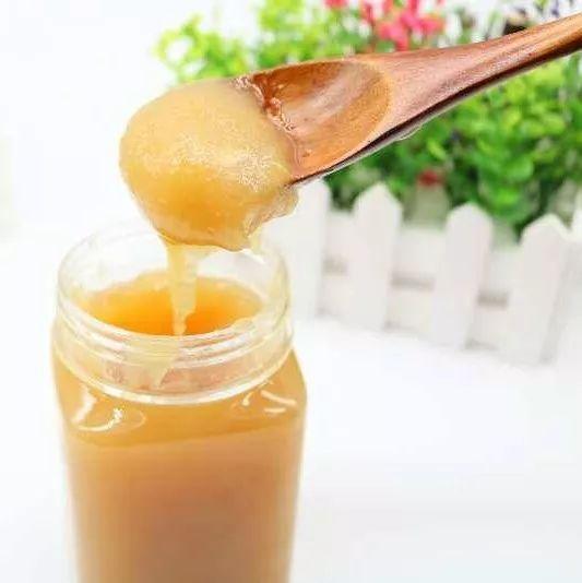菜花蜂蜜的功效 纯天然蜂蜜宣传 喝蜂蜜水能晒太阳吗 哪里能买到纯蜂蜜 百花牌槐花蜂蜜