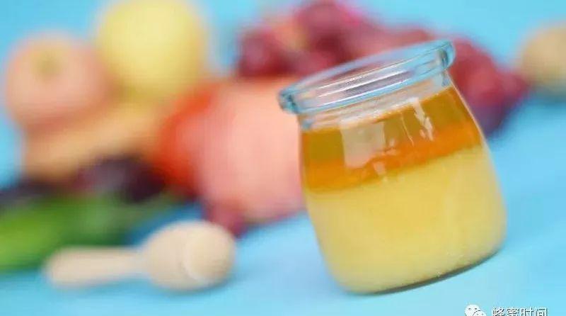 沙拉蜂蜜图片 汪氏蜂蜜化妆品 蜂蜜一吨 蜂蜜与四叶草漫画 蜂蜜鸡蛋水治疗咳嗽