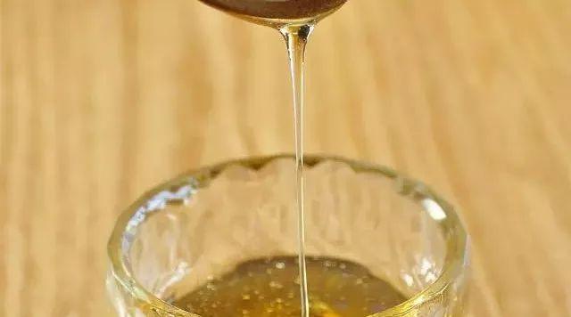 蜂巢的蜂蜜怎么过滤 蜂蜜在高温下会变质吗 周氏蜂蜜品牌 蜂蜜用什么瓶子装好 什么蜂蜜适合女性